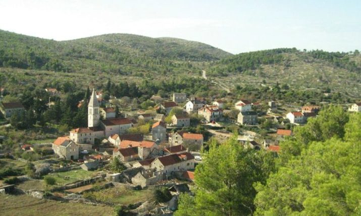 Anonymous gifter surprises residents of Croatian island village with 500 kn for Christmas