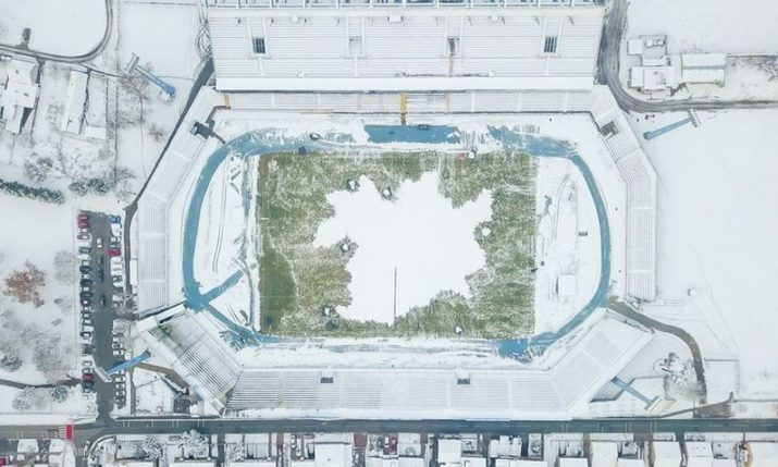 PHOTOS: Osijek fans clean snow off pitch to make sure game goes ahead