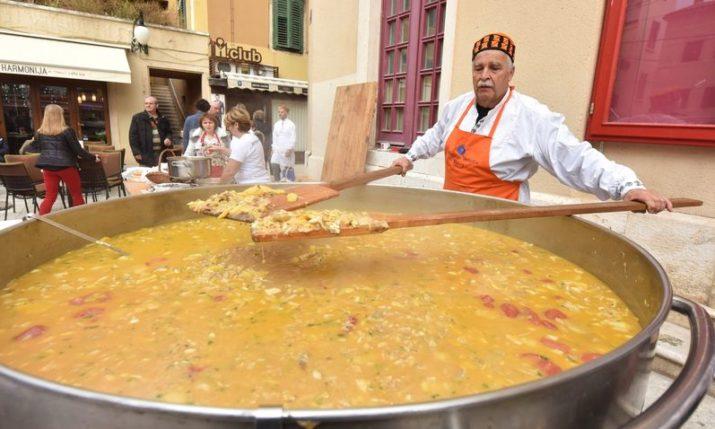 6,000 portions of bakalar dished out for free in Šibenik & Split on Christmas Eve