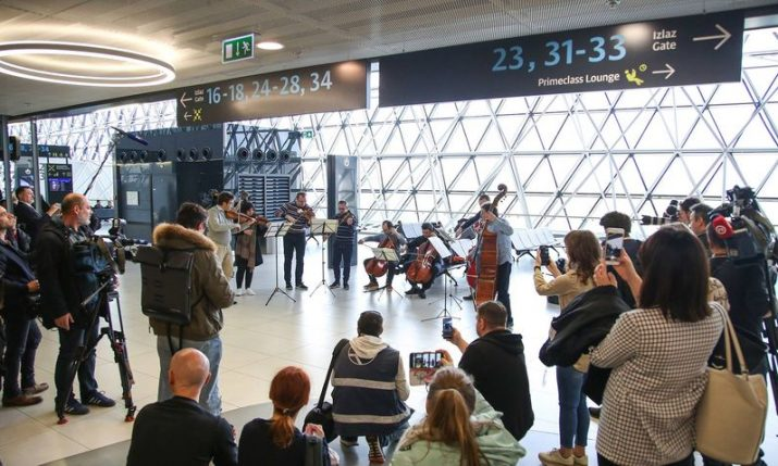 VIDEO:  Zagreb Airport passengers treated to live classical concert