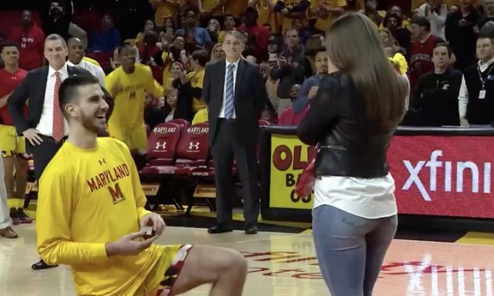VIDEO: Croatian basketball player proposes on-court in America