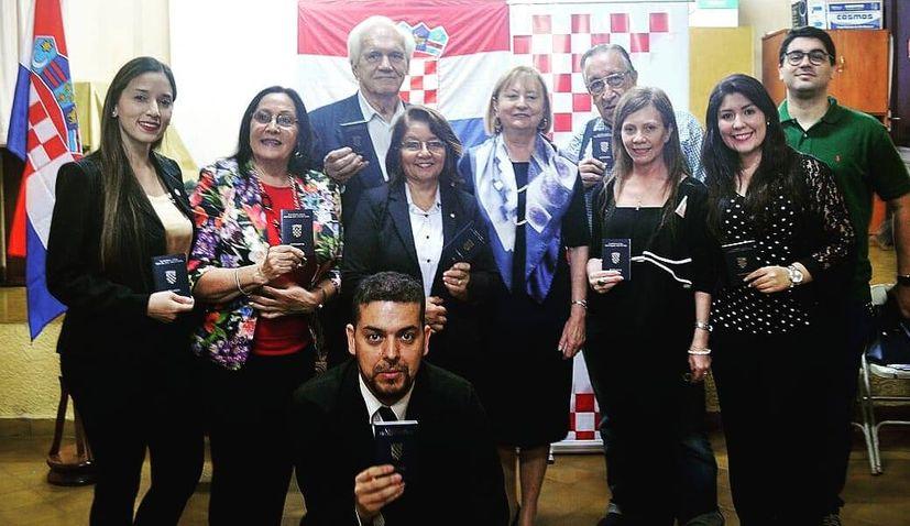 Paraguayan Croats receive Croatian passports as ambassador welcomed