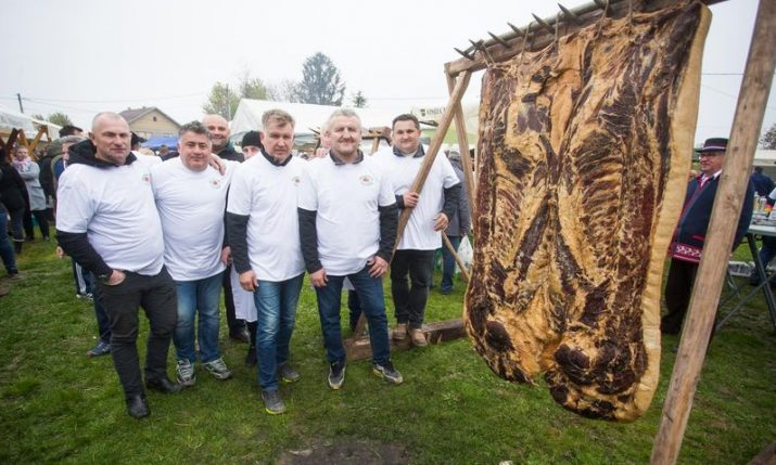 PHOTO: World's largest slanina made in Croatia