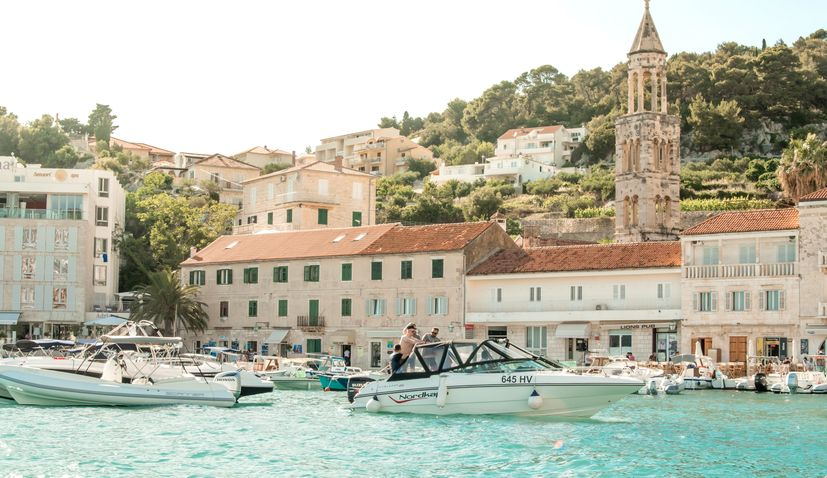 Revolution on the Hvar taxi market – PickApp arrives