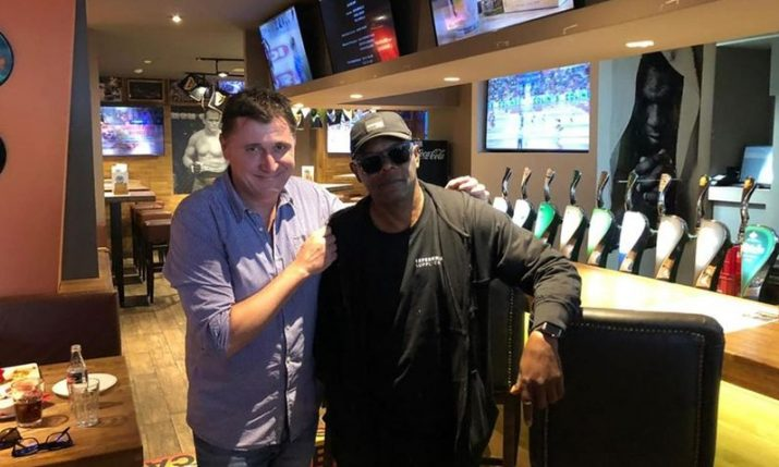 PHOTOS: Samuel L. Jackson enjoys a burger in Zagreb