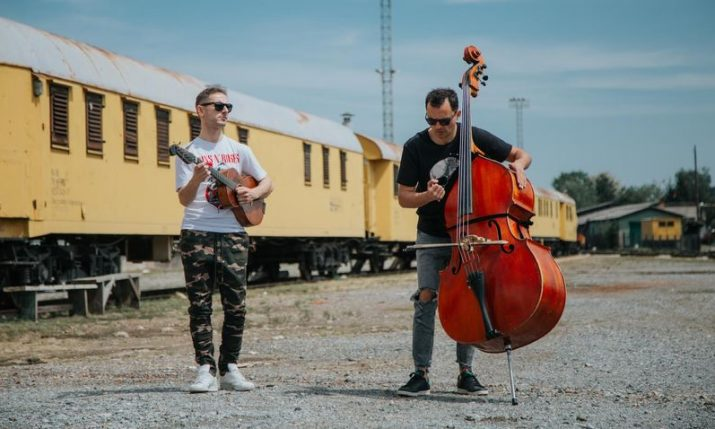 VIDEO: Croatian duo cover Guns N' Roses hit with tambura & bass
