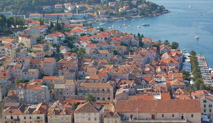 Save money & enjoy Hvar – warning for tourists