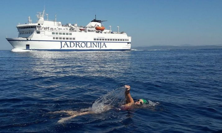 VIDEO: Dina Levacic falls short in attempt to swim from Vis – Split