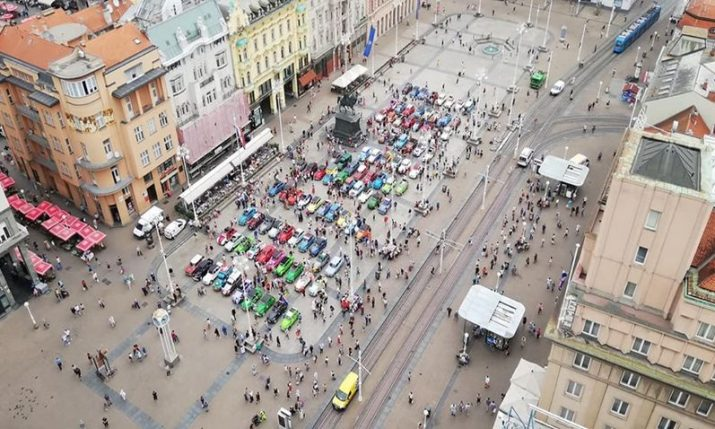 PHOTOS: 100 Citroën 2CVs on Zagreb's Ban Jelacic square