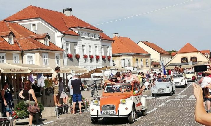 PHOTOS: 3,000 Citroën 2CVs from all over the world in Samobor