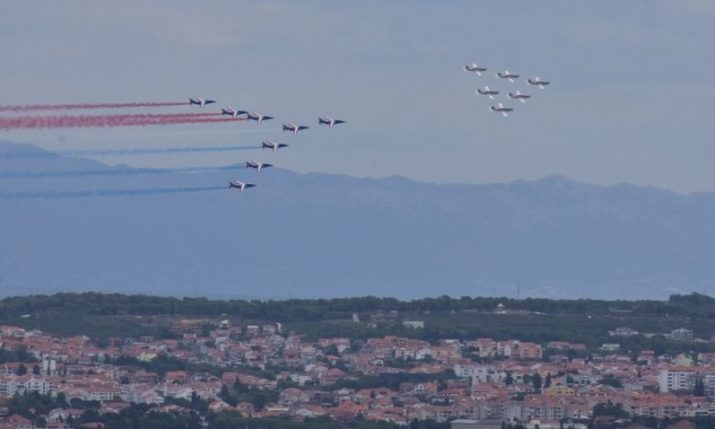 VIDEO: Croatian & French Air Force aerobatic teams perform over Zadar
