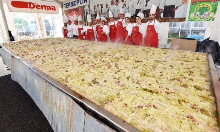 PHOTO: 1,480 metre-long sarma sets new world record