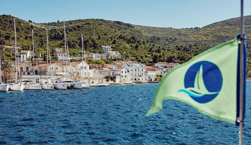 Split-Brač team sailing event & beach clean-up to promote sustainable tourism development