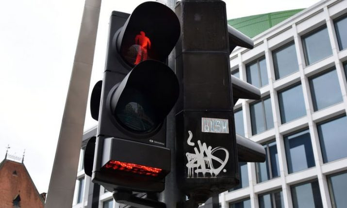 First traffic lights in Croatia warning pedestrians on mobile phones