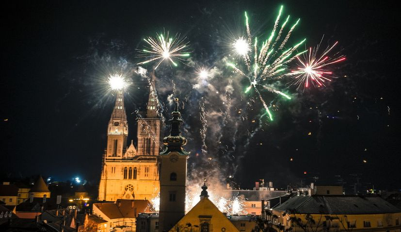 VIDEO: Croatia welcomes in 2020 with open-air parties