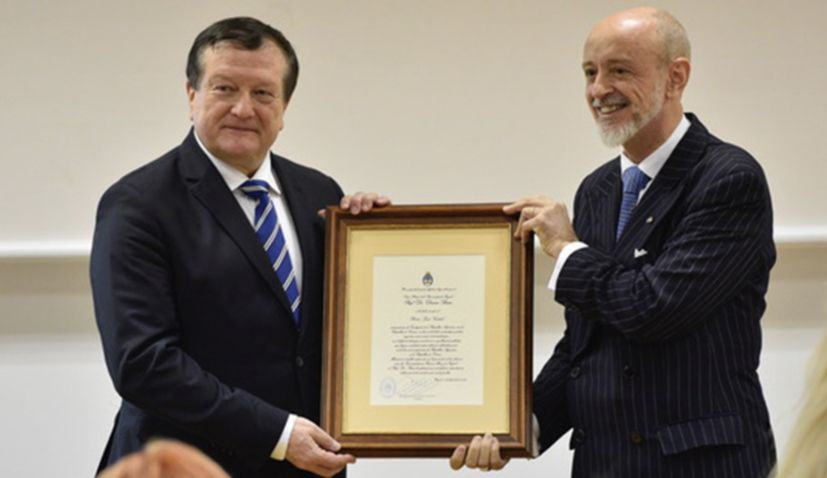 Zagreb University rector receives Juan Vucetich Award