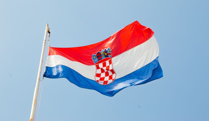 Polls open in Croatian presidential election runoff