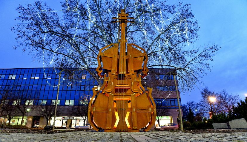PHOTOS: Giant playable violin erected in Varazdin