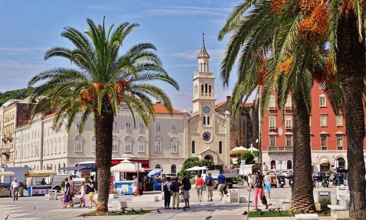 Croatia tightens COVID restrictions along Adriatic coast