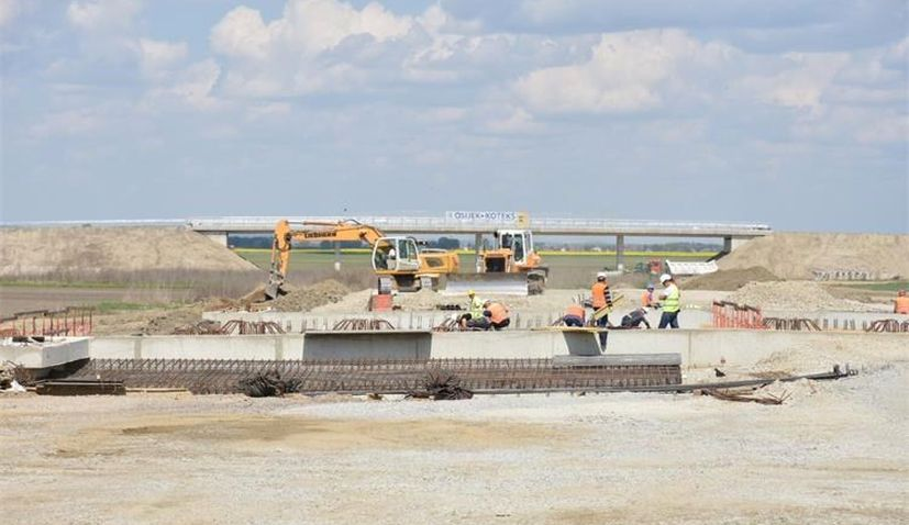Construction of A5 motorway within European Corridor Vc continues