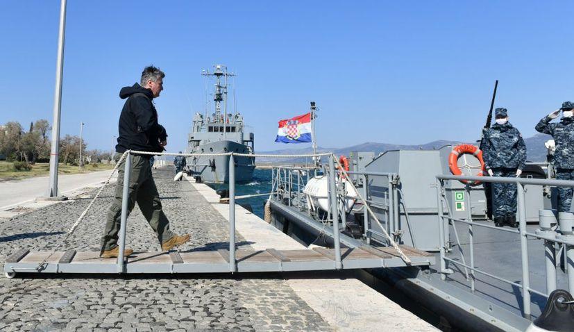 President visits coast guard in Dalmatia