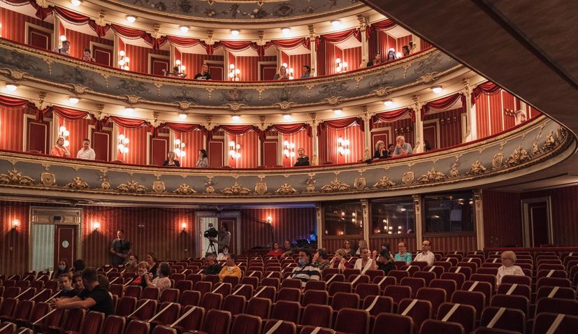 PHOTOS: First theatre play  staged in Croatia after lockdown at HNK Split