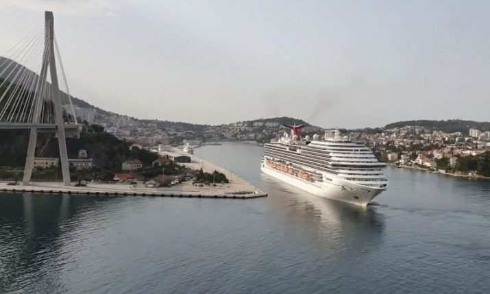 Carnival Magic cruise ship arrives in Dubrovnik for repatriation