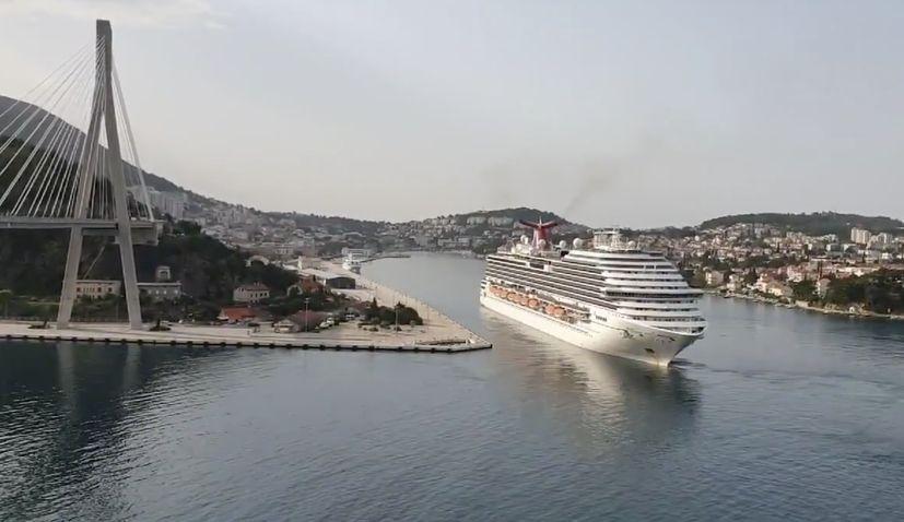 Carnival Magic cruise ship arrives in Dubrovnik for repatriation