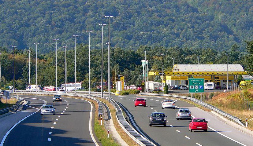 Over 100,000 people enter Croatia on Thursday