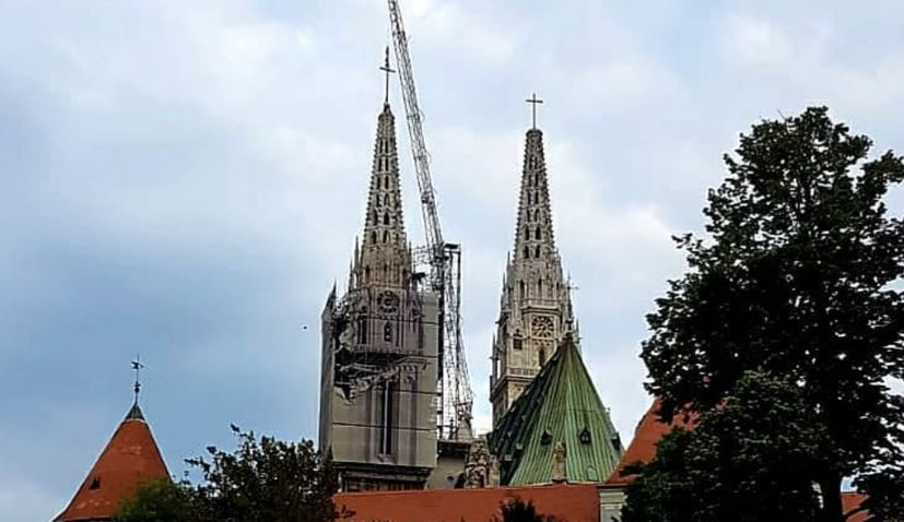 Video Second Cross Placed On Top Of Zagreb Cathedral Spire Croatia Week