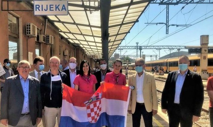 PHOTO: First Czech, Slovak tourists arrive in Rijeka on new train service