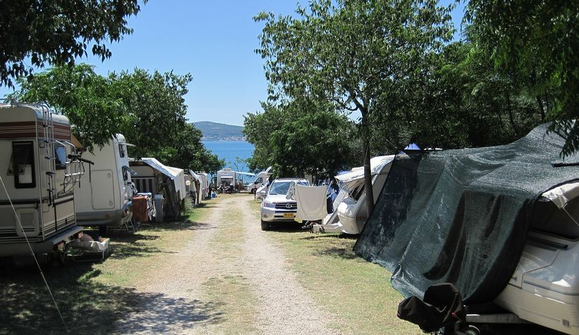 Dutch tourists leave Croatia 'en masse' but some staying on after orange listing
