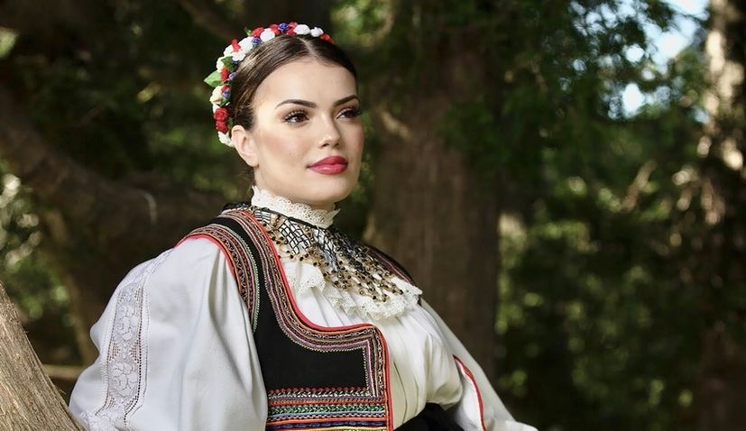Ivana Glavić from Canada crowned most beautiful Croatian in national costume outside Croatia