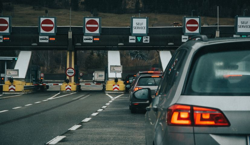 Slovenia supports Croatia's bids to join eurozoneand passport-free Schengen area