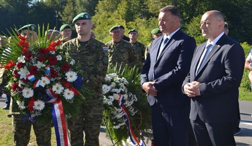 Commemoration held for fallen soldiers who defended Croatian town of Sunja