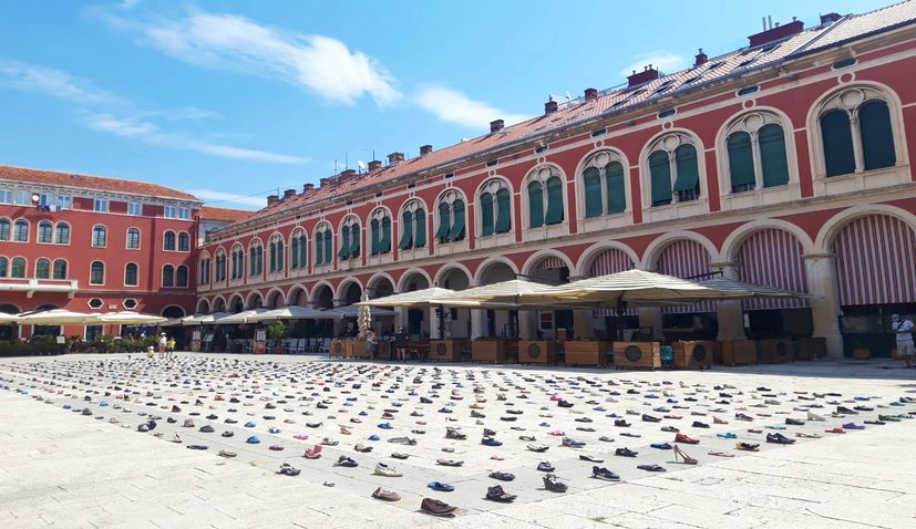 VIDEO: 1,000 shoes collected on the beaches of Hvar being exhibited in Split