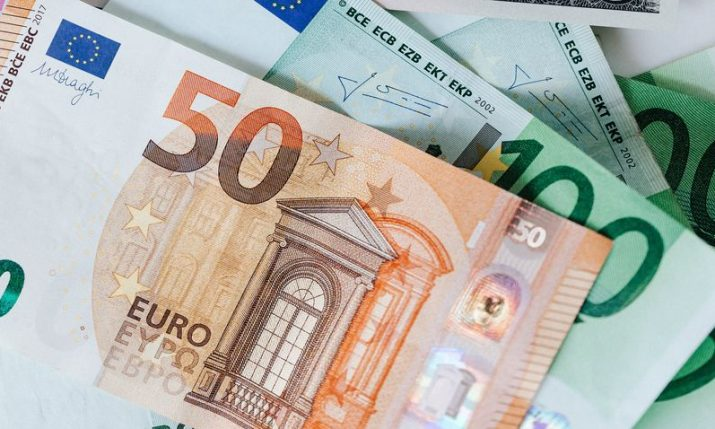 Croatian National Bank governor says introducing euro on 1 Jan 2023 feasible