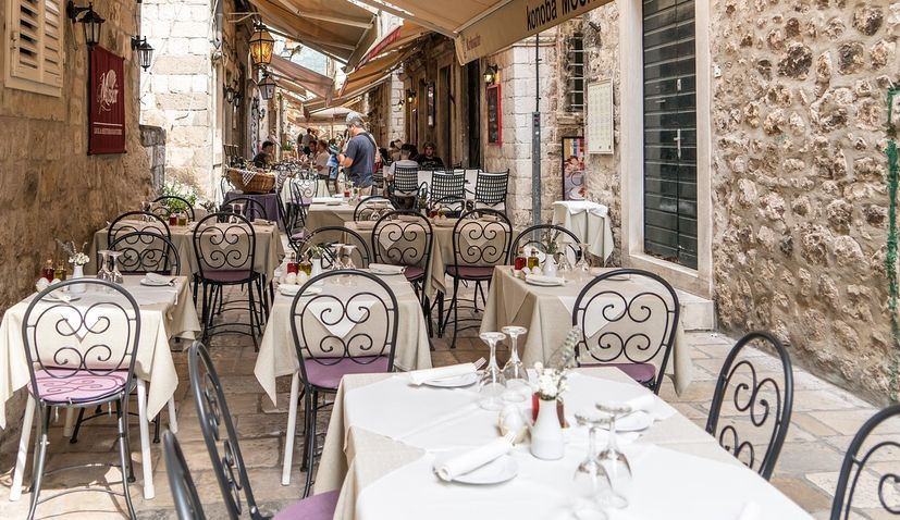 Dalmatia, bars, restaurants, covid-19