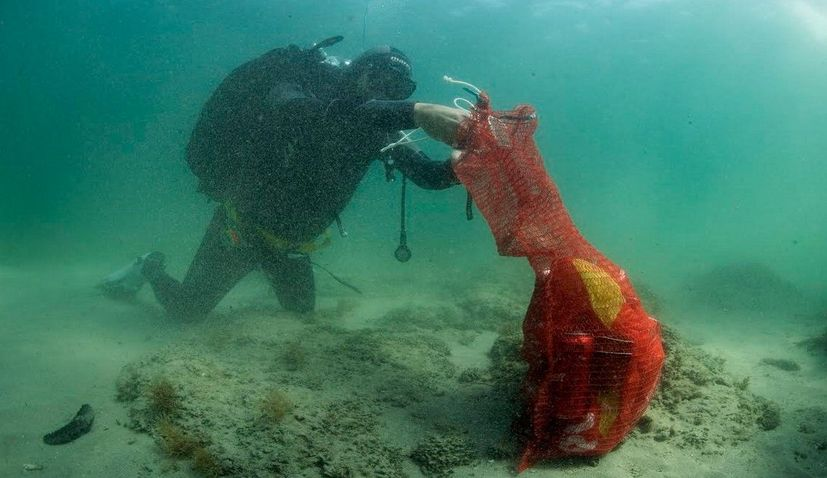 Croatian and Slovenian divers join forces to remove underwater waste in Savudrija Bay