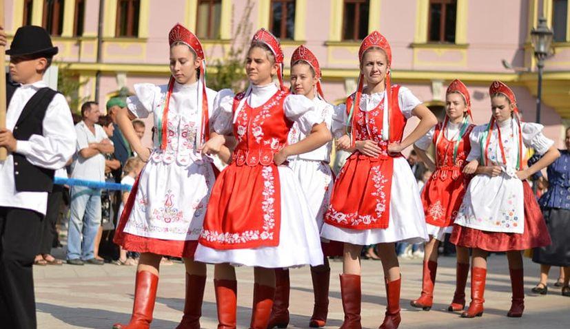 PHOTOS: 55th Vinkovacke Jeseni folklore festival ends with parade through Vinkovci