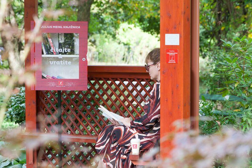 Pop up library botanical garden