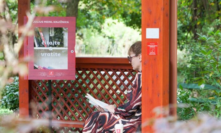 Pop-up free library at Botanical Garden in Zagreb goes up