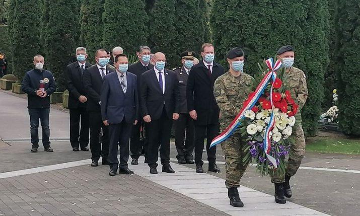 Croatian defence minister lays wreath at Vukovar memorial cemetery
