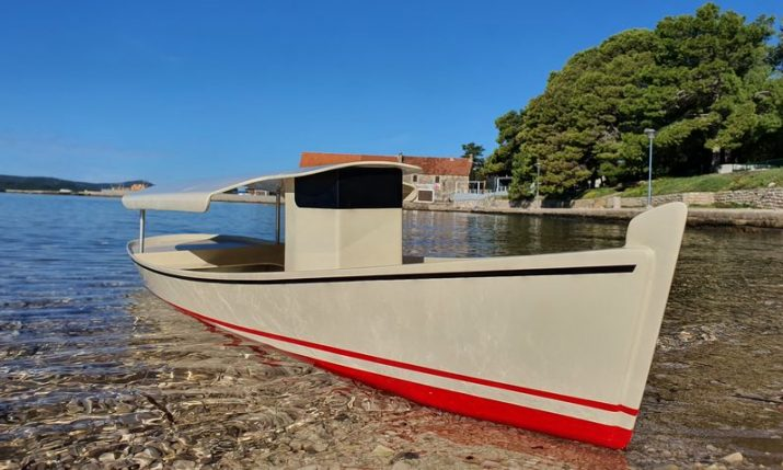 Solar Ferry – sustainable, super economic boat for champagne cruising