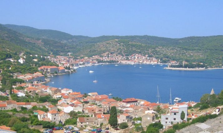 Moderate earthquake hits Croatian island of Vis