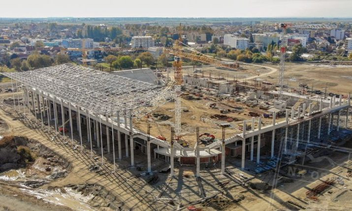 PHOTOS: Roof going up on new football stadium being built in Osijek