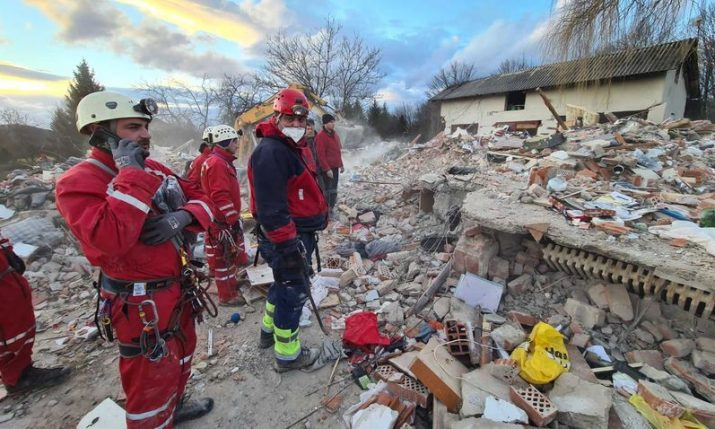Over 1,000 people helping residents of quake-hit area