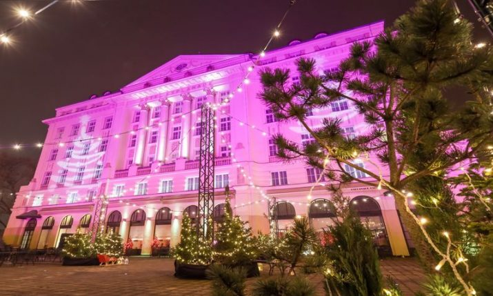 PHOTOS: Zagreb's Esplanade Hotel gets into Christmas spirit with decorations and light projection