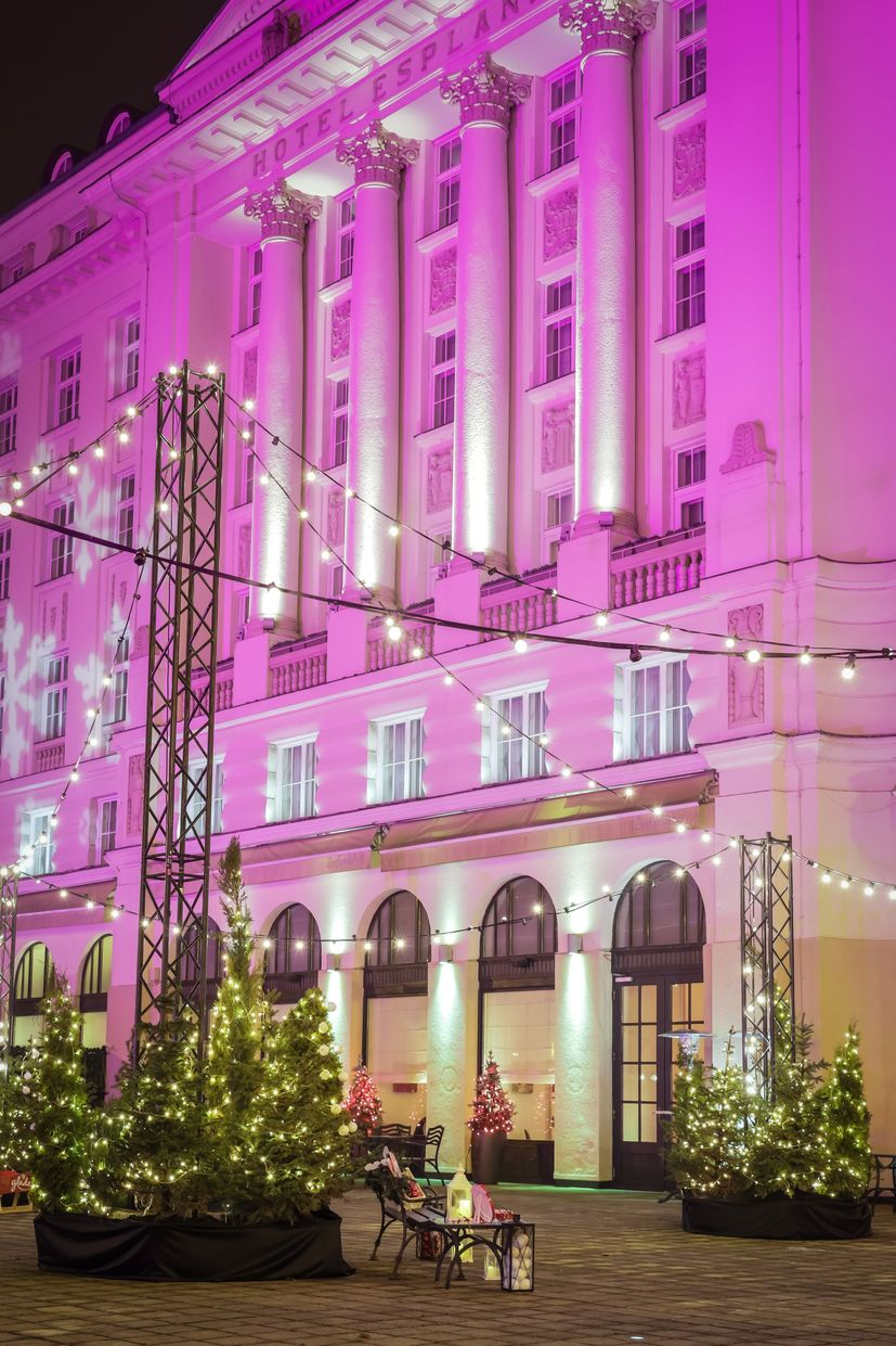 Zagreb's Esplanade Hotel gets into Christmas spirit with decorations and light display