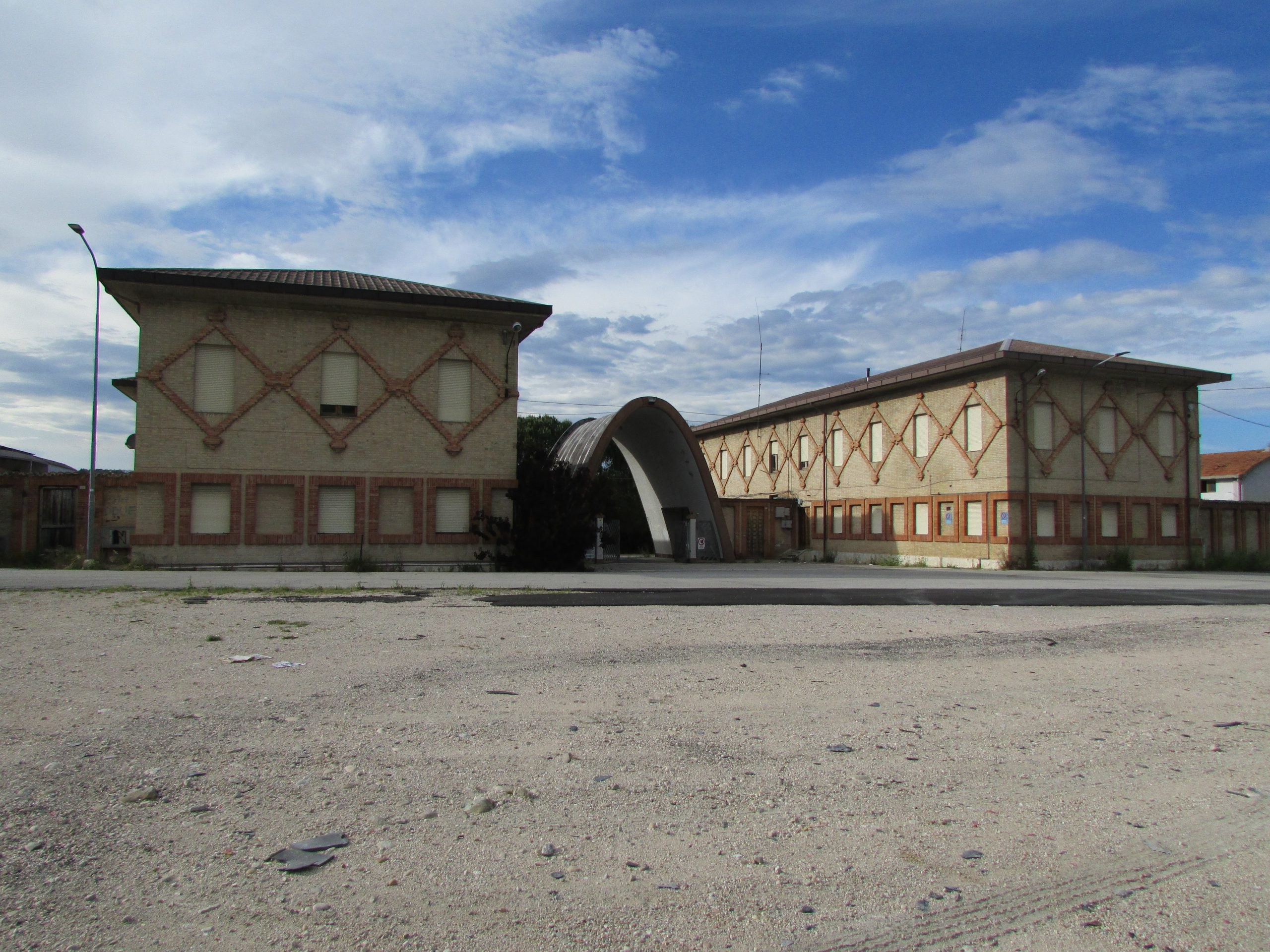 largest Croatian refugee camp was located in Fermo, Italy
